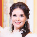 """Oksana Fjodorowa, Siegerin des Wettbewerbs """"Miss Universum – 2002"""", Gründerin des Wohltätigkeitsfonds """"Beeilen Sie sich, Gutes zu tun!"""", Schauspielerin, Sängerin"""